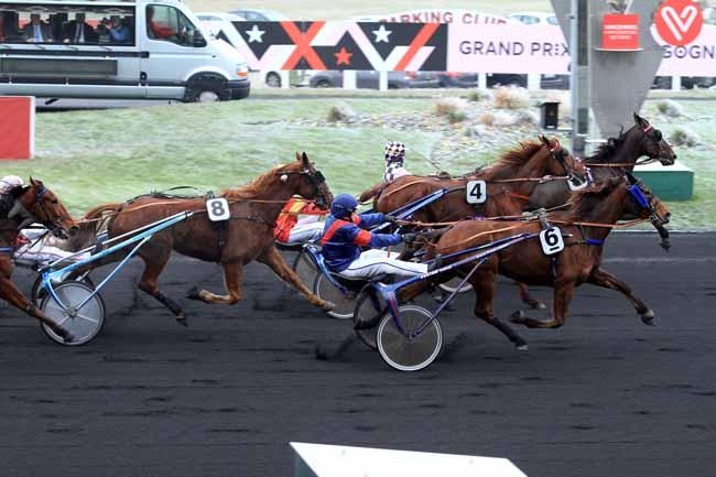 Photo d'arrivée de la course pmu PRIX DE CRESSERONS à PARIS-VINCENNES le Dimanche 1 janvier 2017