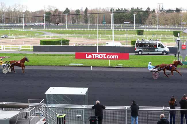 Photo d'arrivée de la course pmu PRIX DE FEUCHEROLLES à PARIS-VINCENNES le Jeudi 1 février 2018