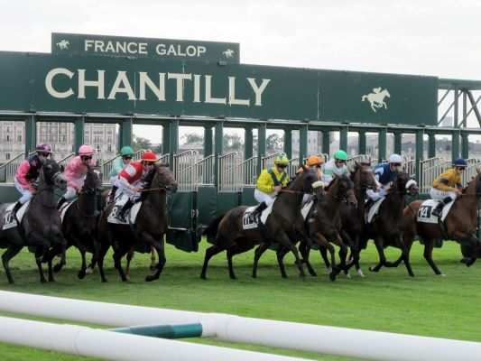 La photo de Chantilly Depart stalles
