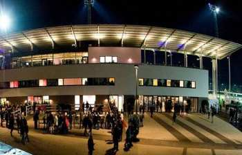 Photo neuss entrée hippodrome nocturne