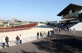 Photo Lyon La Soie Hippodrome Piste Public Tribunes
