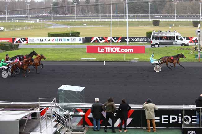 Photo d'arrivée de la course pmu PRIX DE VIC-BIGORRE à PARIS-VINCENNES le Vendredi 13 janvier 2017