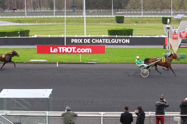 Photo d'arrivée de la course pmu PRIX DE CHATELGUYON à PARIS-VINCENNES le Jeudi 4 janvier 2018