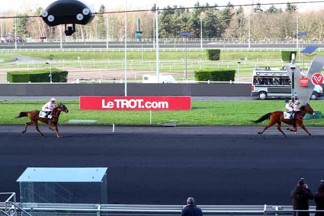 Photo d'arrivée de la course pmu PRIX DE DOZULE à PARIS-VINCENNES le Jeudi 1 février 2018