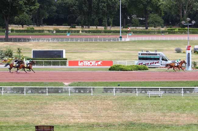 Photo d'arrivée de la course pmu PRIX DE LA PLACE DU MAIL à ENGHIEN le Mercredi 11 juillet 2018