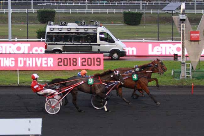 Photo d'arrivée de la course pmu PRIX DE BOUVILLE à PARIS-VINCENNES le Mercredi 28 novembre 2018