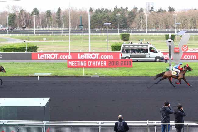 Photo d'arrivée de la course pmu PRIX DE RAULHAC à PARIS-VINCENNES le Mercredi 2 janvier 2019