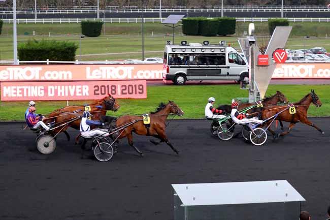 Photo d'arrivée de la course pmu PRIX DU FOREZ à PARIS-VINCENNES le Samedi 12 janvier 2019