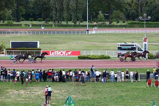 Photo d'arrivée de la course pmu PRIX DE L'ODEON à ENGHIEN le Samedi 10 août 2019