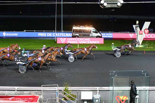 Photo d'arrivée de la course pmu PRIX DE CASTELNAUDARY à PARIS-VINCENNES le Lundi 18 novembre 2019