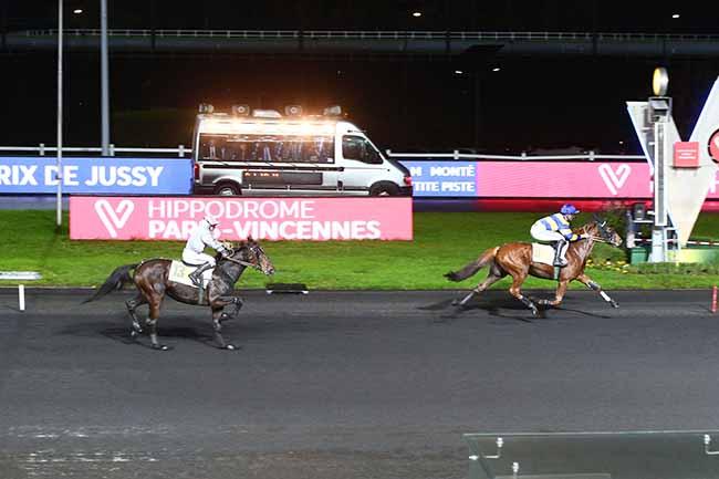 Photo d'arrivée de la course pmu PRIX DE JUSSY à PARIS-VINCENNES le Lundi 18 novembre 2019