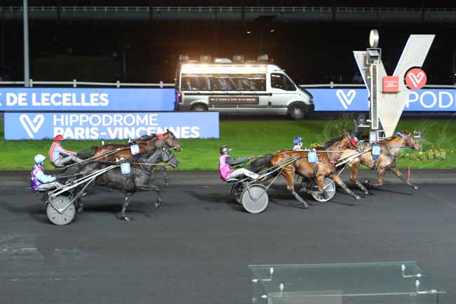 Photo d'arrivée de la course pmu PRIX DE LECELLES à PARIS-VINCENNES le Dimanche 8 décembre 2019