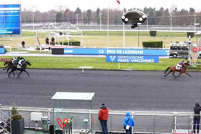 Photo d'arrivée de la course pmu PRIX DE LEZIGNAN à PARIS-VINCENNES le Lundi 27 janvier 2020