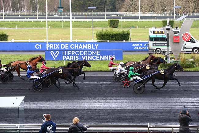 Photo d'arrivée de la course pmu PRIX DE CHAMBLY à PARIS-VINCENNES le Vendredi 1 janvier 2021