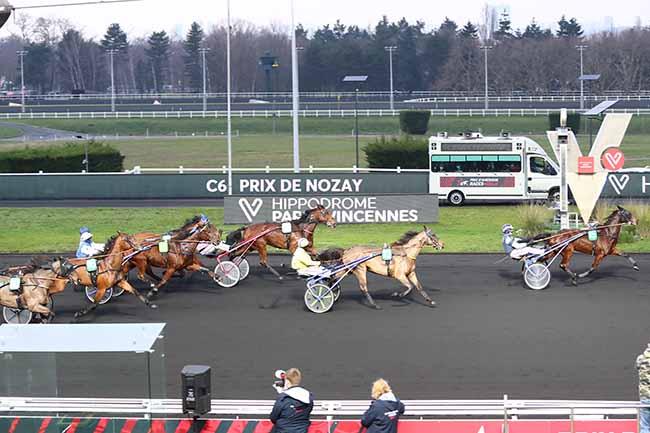 Photo d'arrivée de la course pmu PRIX DE NOZAY à PARIS-VINCENNES le Dimanche 3 janvier 2021