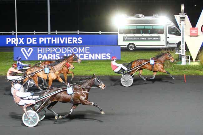 Photo d'arrivée de la course pmu PRIX DE PITHIVIERS à PARIS-VINCENNES le Lundi 4 janvier 2021