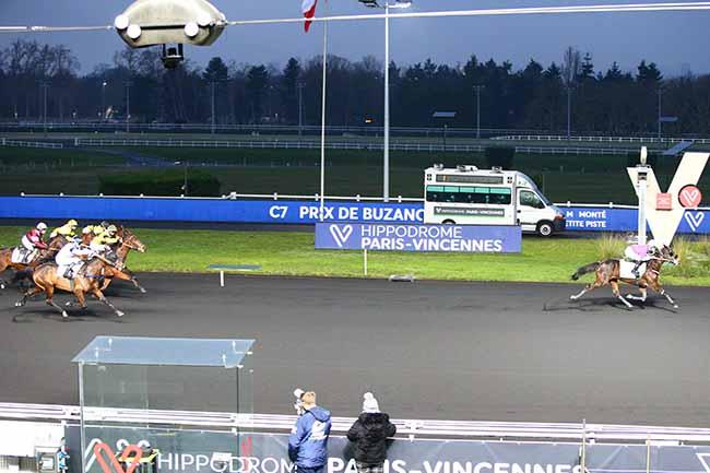 Photo d'arrivée de la course pmu PRIX DE BUZANCAIS à PARIS-VINCENNES le Mercredi 6 janvier 2021