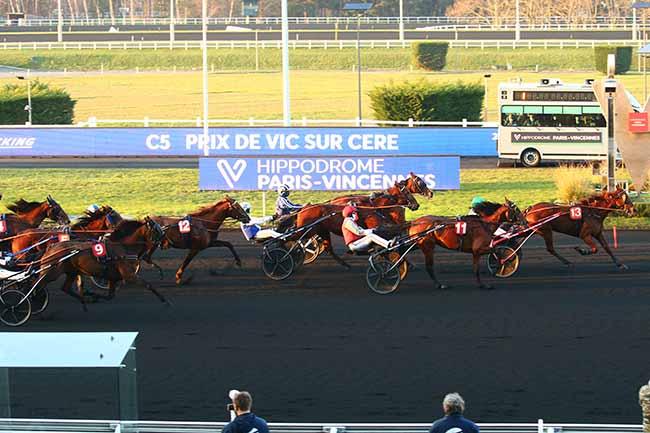Photo d'arrivée de la course pmu PRIX DE VIC-SUR-CERE à PARIS-VINCENNES le Samedi 9 janvier 2021