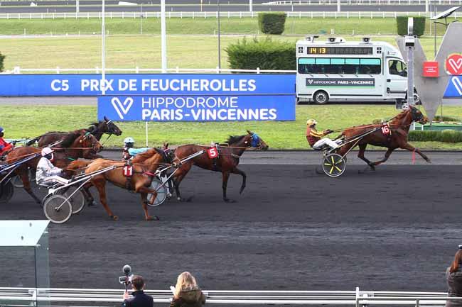 Photo d'arrivée de la course pmu PRIX DE FEUCHEROLLES à PARIS-VINCENNES le Mardi 2 février 2021