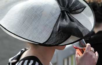 Photo Aintree Chapeau ladie's day