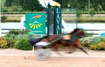 Photo Laval Poteau Arrivée