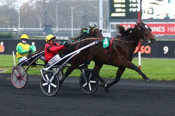 La photo de Cash And Go Course PMU PRIX DOYNEL DE SAINT-QUENTIN à Vincennes