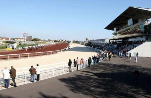 La photo de Lyon La Soie Hippodrome Piste Public Tribunes
