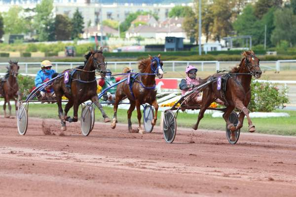 La photo de Hooker Berry Course Pmu Prix Henri Cravoisier 2020 à Enghien
