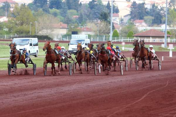 La photo de Saint Galmier Prix Saint-Etienne la Métropole