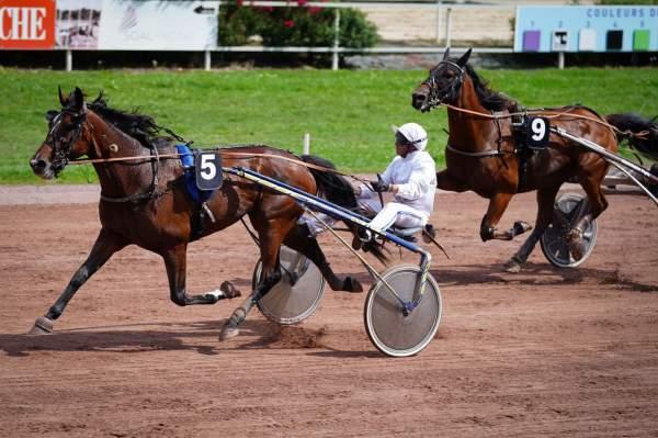 La photo de Payet D.e. Arrivée Quinté+ Pmu Grand Prix Dynavena Maisagri 2021 à Beaumont-de-Lomagne